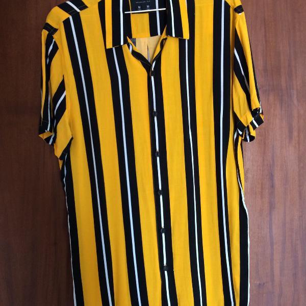 Camisa listrada amarela com preto e branco