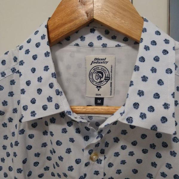 Camisa social diesel estampada azul e branco