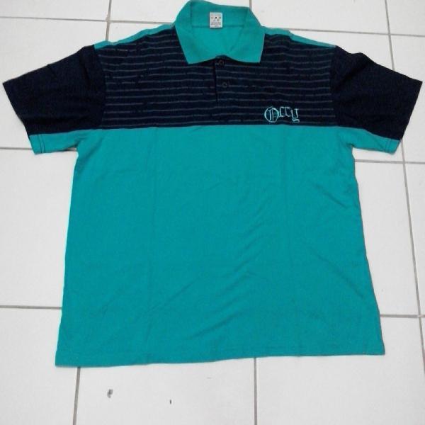 Camiseta polo masculina verde com azul marinho