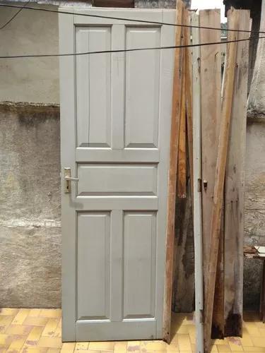 Porta antiga de madeira maciça