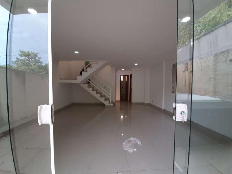 Casa condominio fechado no pechincha jacarepagua.