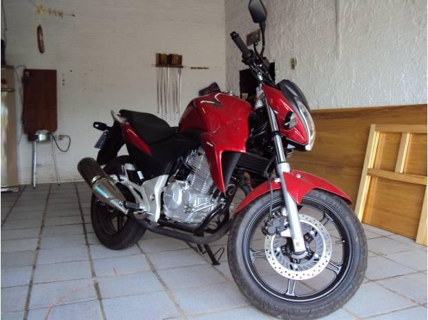 Moto honda cb 300, ano 2013, nova com apenas 107 km rodados.