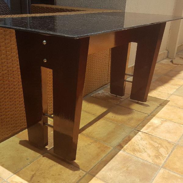 Mesa de jantar com tampo de vidro preta
