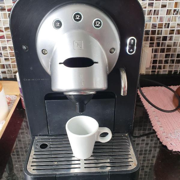 Máquina nespresso profissional gemini cs 100 pro