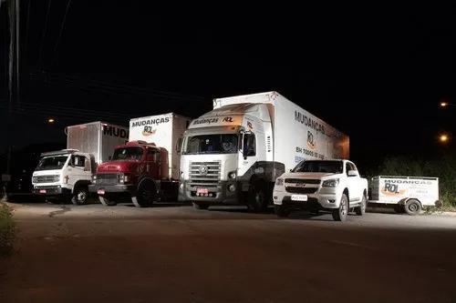 Transporte de carga, mudança, frete (caminhão baú)