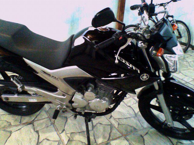 Vendo moto yamanha fazer 250 ano 2012 preta, semi nova