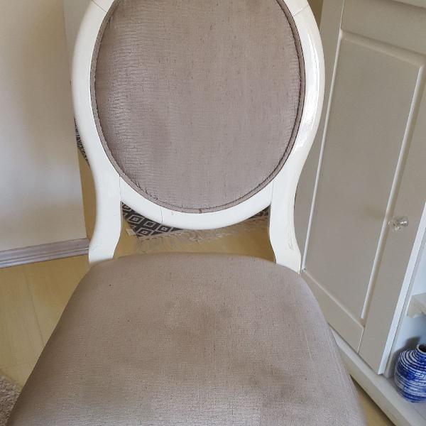 Conjunto de cadeiras medalhão