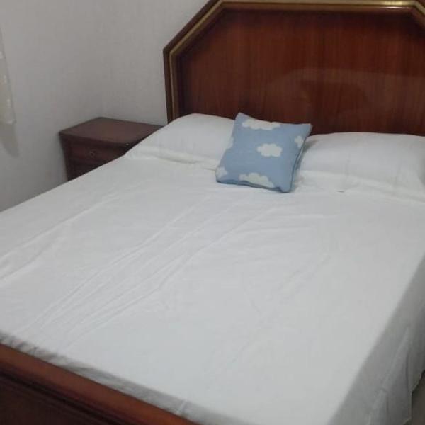 Conjunto quarto,aparador, cama, 2 criados mudos