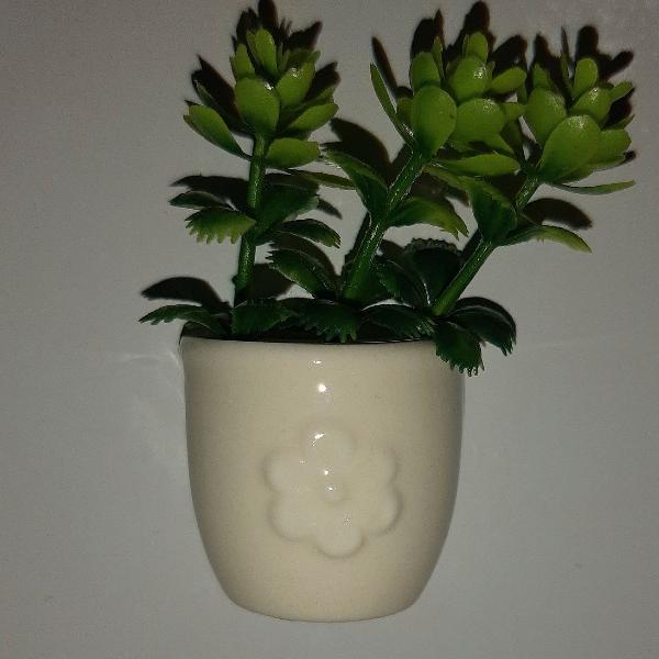 Imã de geladeira vasinho de flor