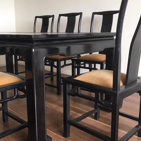 Mesa de jantar antiga em madeira maciça