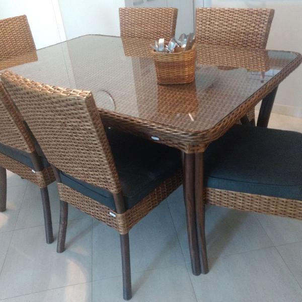 Mesa de jantar com seis cadeiras mara!!