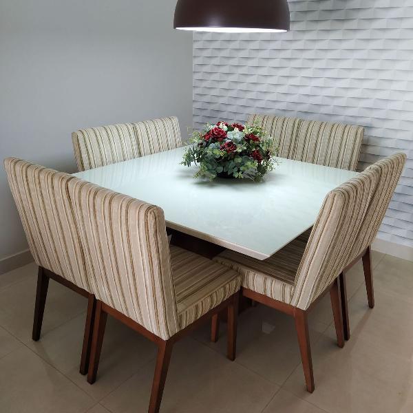 Mesa de jantar com tampo de vidro e 8 cadeiras 1,40m x 1,40m