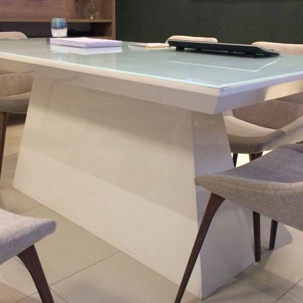 Mesa laqueada branca com vidro