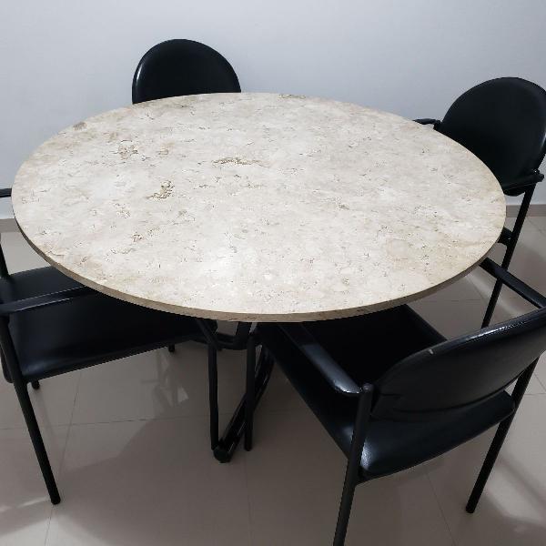 Mesa mármore travertino com cadeiras em couro artefacto