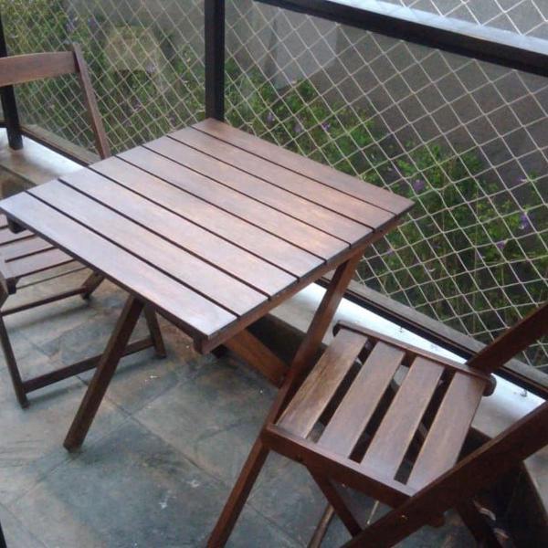 Mesa para sacada com duas cadeiras