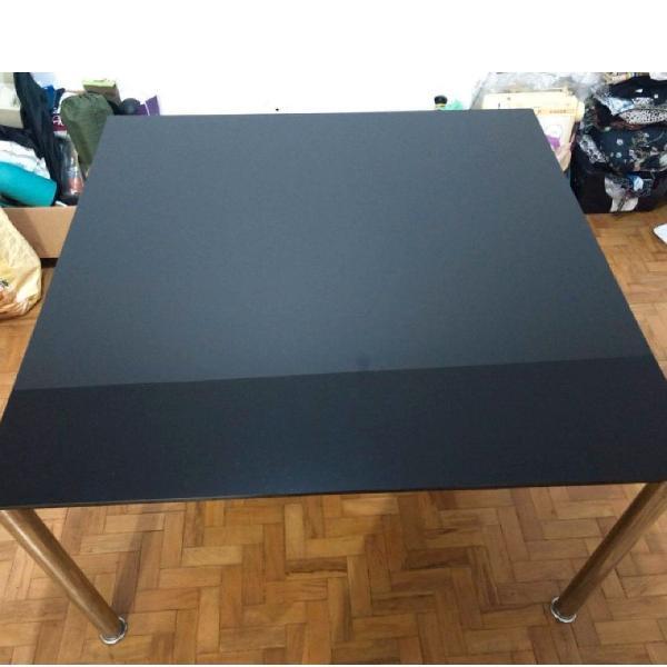 Mesa quadrada preta