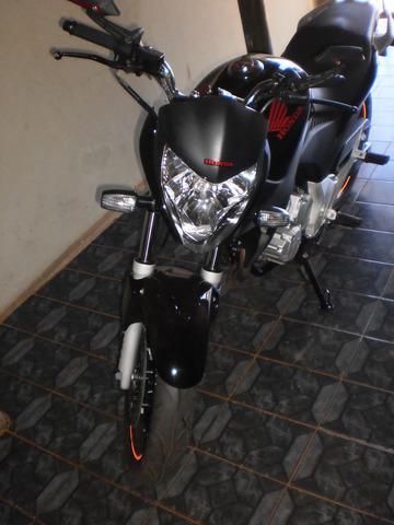 Moto cb300r preta