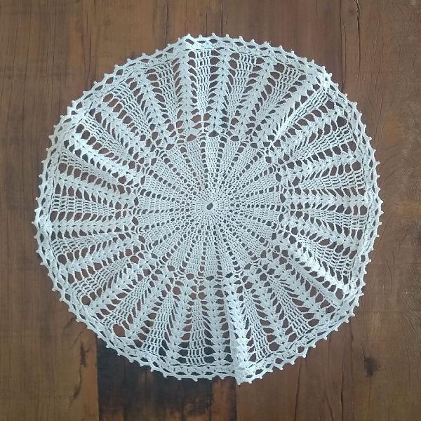Toalha redonda de crochê branca