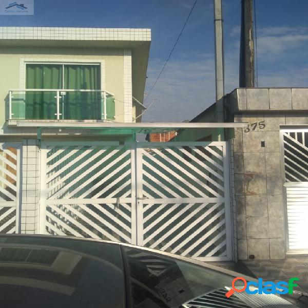 Linda casa sobreposta alta