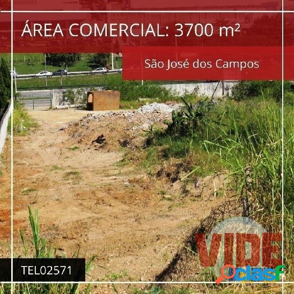 Área comercial com 3.700 m², em via de grande movimento, em sjc