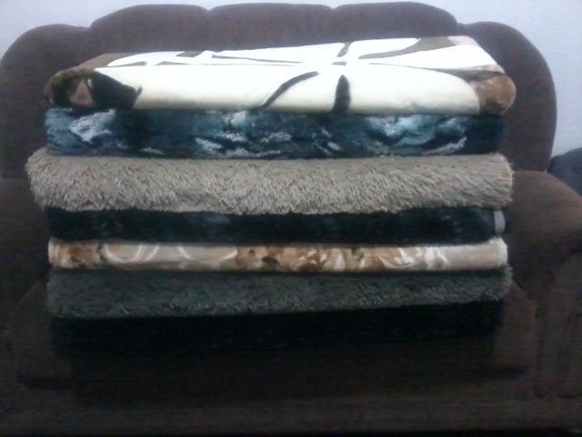 Lindos tapetes, cobertores e edredons para sua casa.