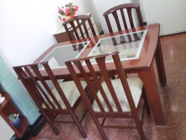 Mesa de jantar tampo de vidro marca madesa semi nova