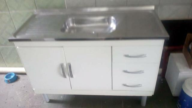 Pia de inox com o cabinete
