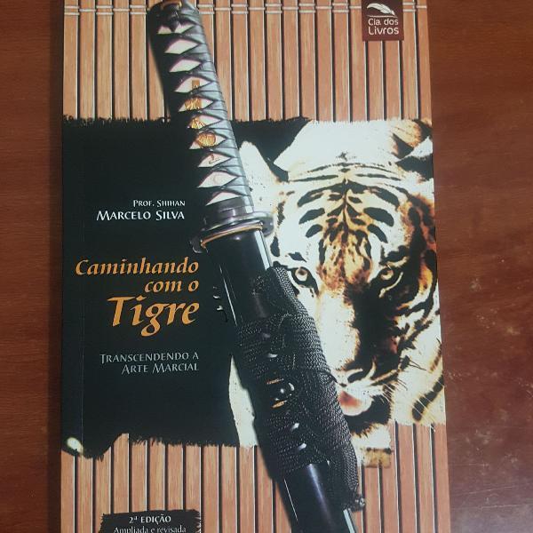 Livro caminhando com o tigre - transcendendo a arte marcial