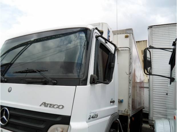 2425 mb atego branco truck com bau camera fria semi novo