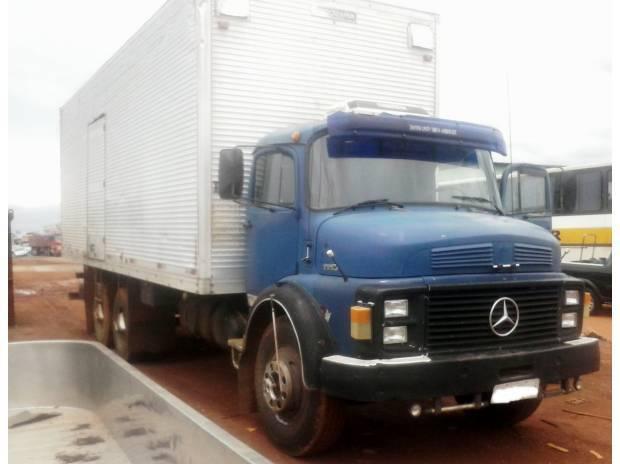 Caminhão mercedes benz 1113 baú