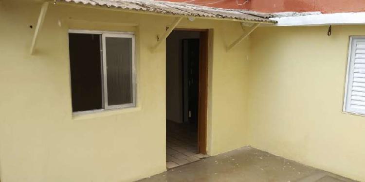 Casa para locação 70m - 2 quartos - fundos - santa maria -