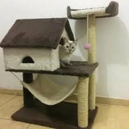 Casinha com arranhador para gatos