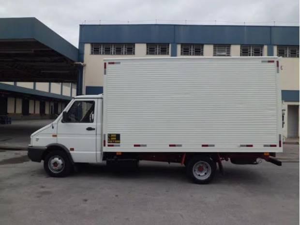 Iveco daily modelo 4.912 ano: 2005 mod.: 2005 com bau