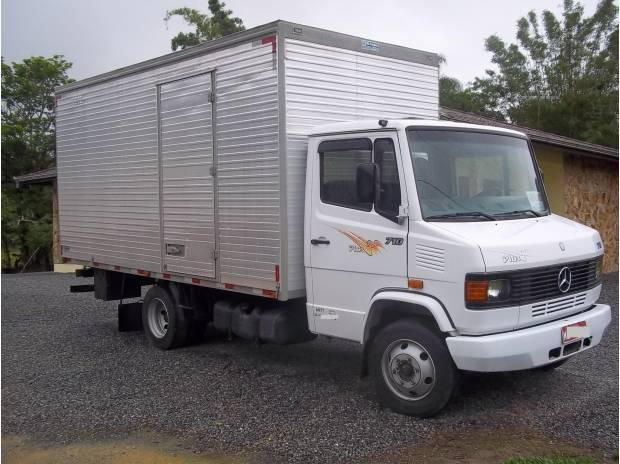 M.benz 710 plus 2006 c/ baú e serviço garantido agregado