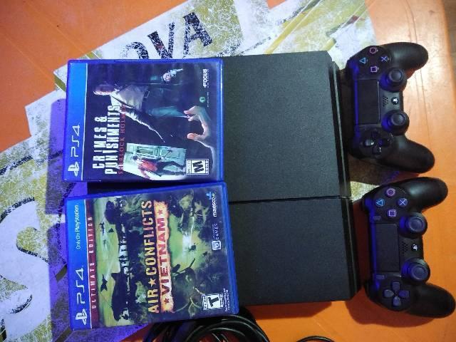 Ps4 completo com 2 controles original e 2 jogos