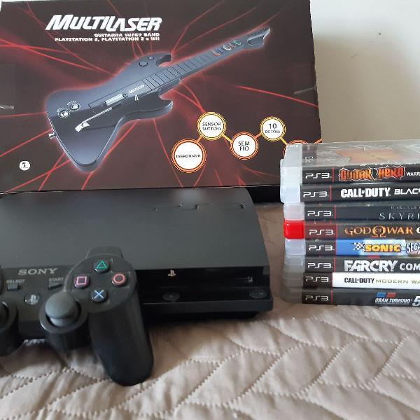 Playstation 3 com controle, guitarra e jogos