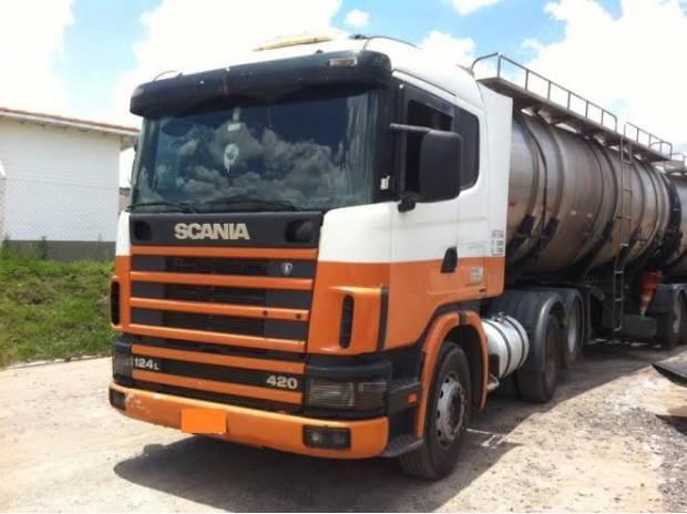 Scania 420 ano 2002 boa de pneus 6x2