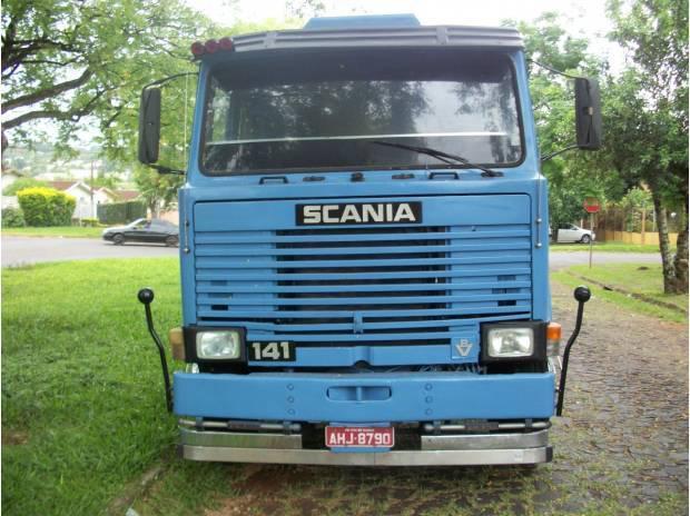 Scania 141 ano 80 engatado com carreta random