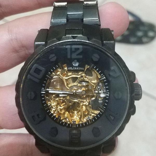 Relógio automático preto dourado lindo