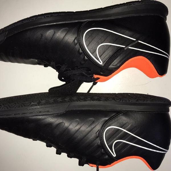 Tênis nike preto e laranja