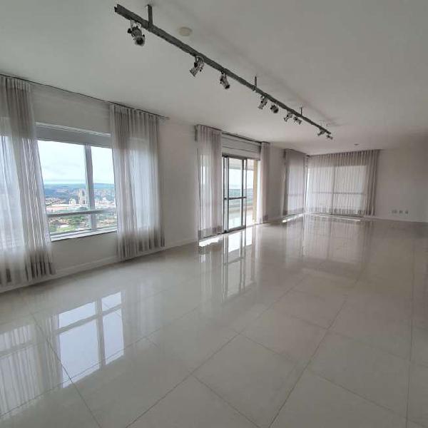 Apartamento para aluguel possui 320 metros quadrados com 5