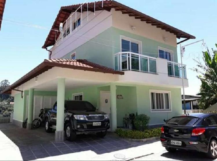 Maravilhosa casa triplex no agriões