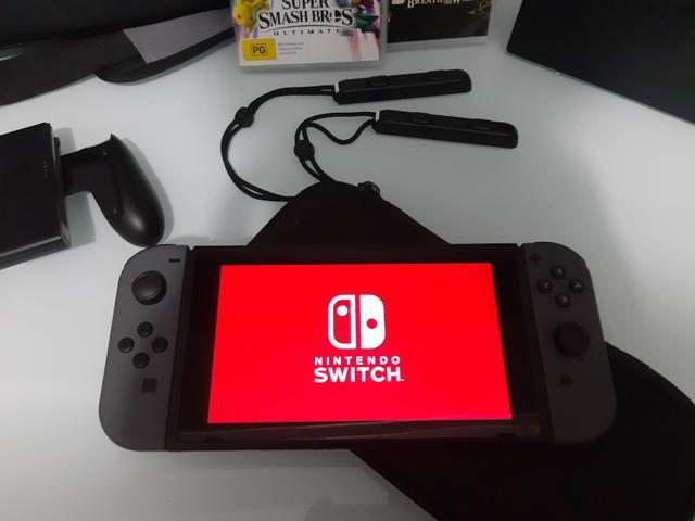 Nintendo switch novo, 2 jogos, 2 cases, modelo novo!