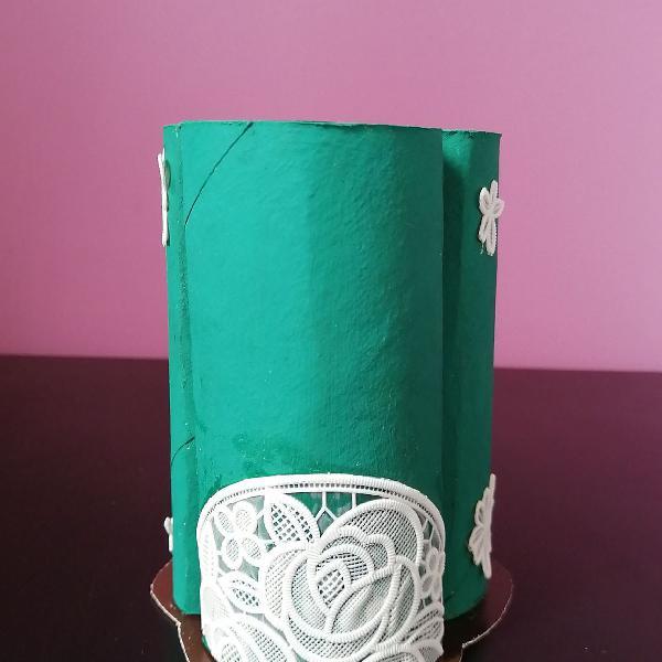 Porta caneta verde com flores