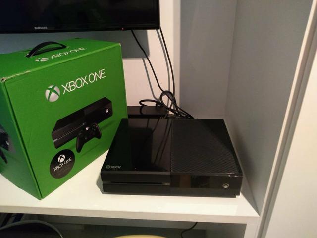 Xbox one com caixa + 13 jogos + 1 controle + headset + gold