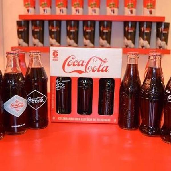 Kit coca-cola 6 garrafas históricas com expositor