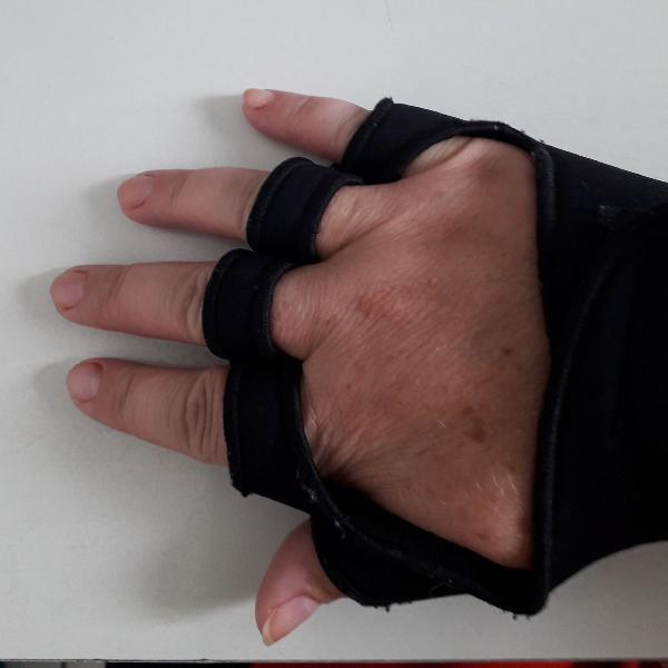 Luva para academia com protetor palmar