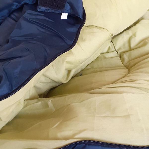 Saco de dormir ( luxo) enorme.