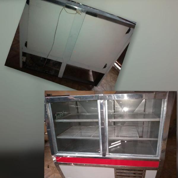 Balcão refrigerador para bolos e refrigerantes
