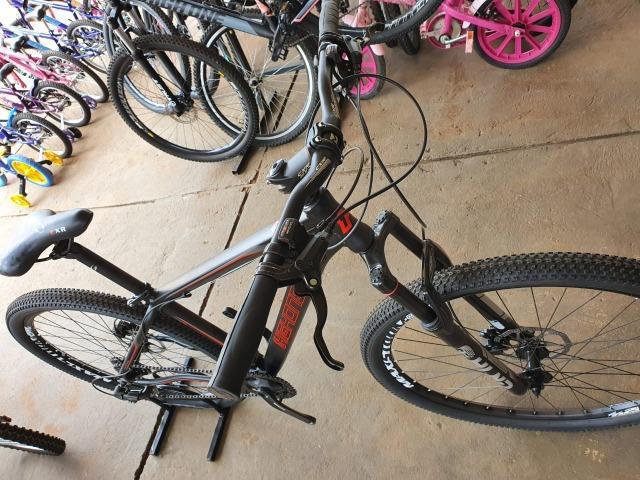 Bicicleta aro 29 com 24 velocidades e freio hidráulico